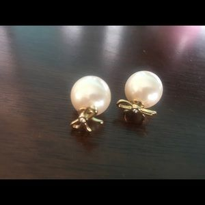 A pair of Kate spade earring in excellent shape